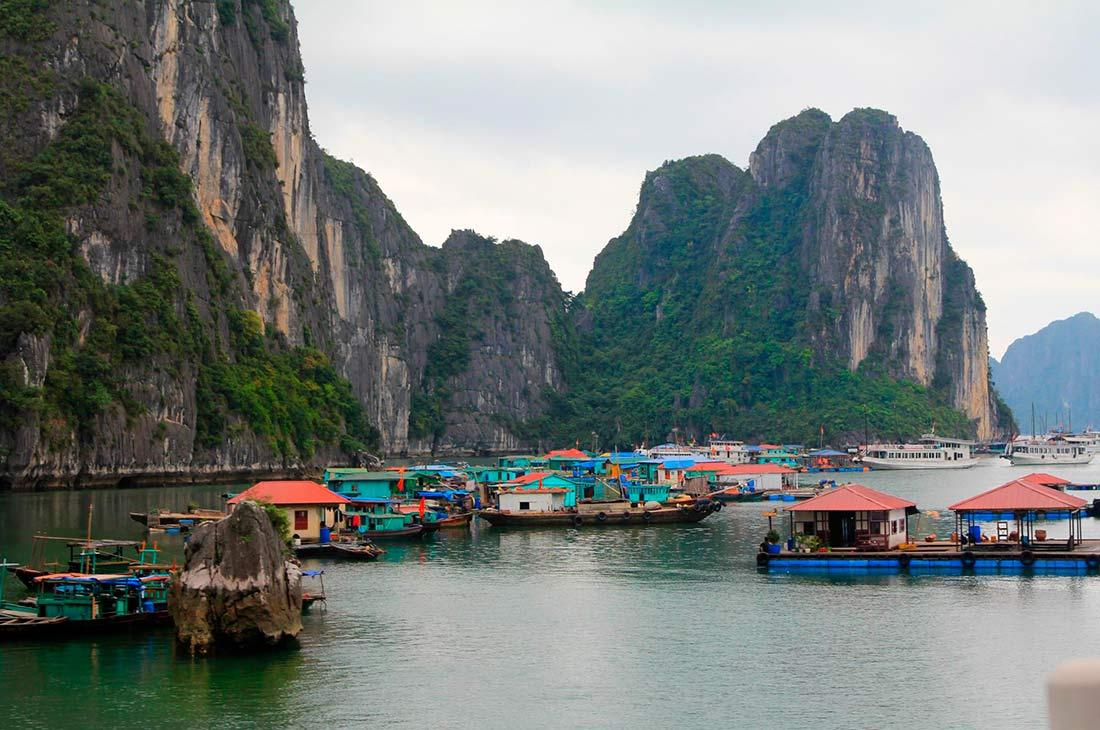Бухта халонг - плавучая рыбацкая деревня