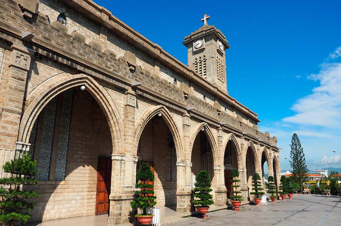 Кафедральный католический собор в Нячанге Экскурсии в Нячанге