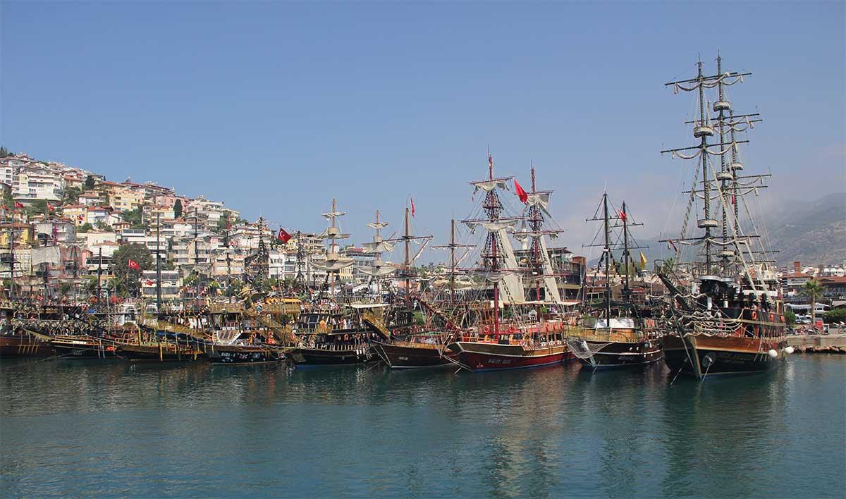 Экскурсия на пиратской яхте из Алании