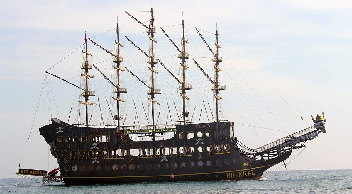 Морская прогулка на пиратской яхте из Алании