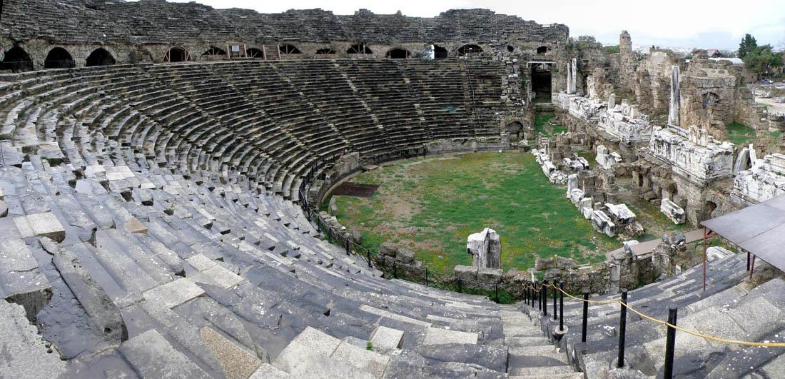 Древний амфитеатр в Сиде