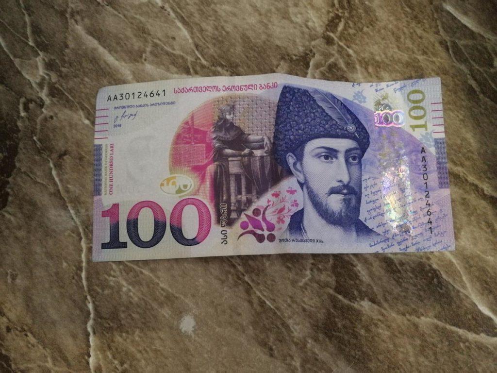 100 лари