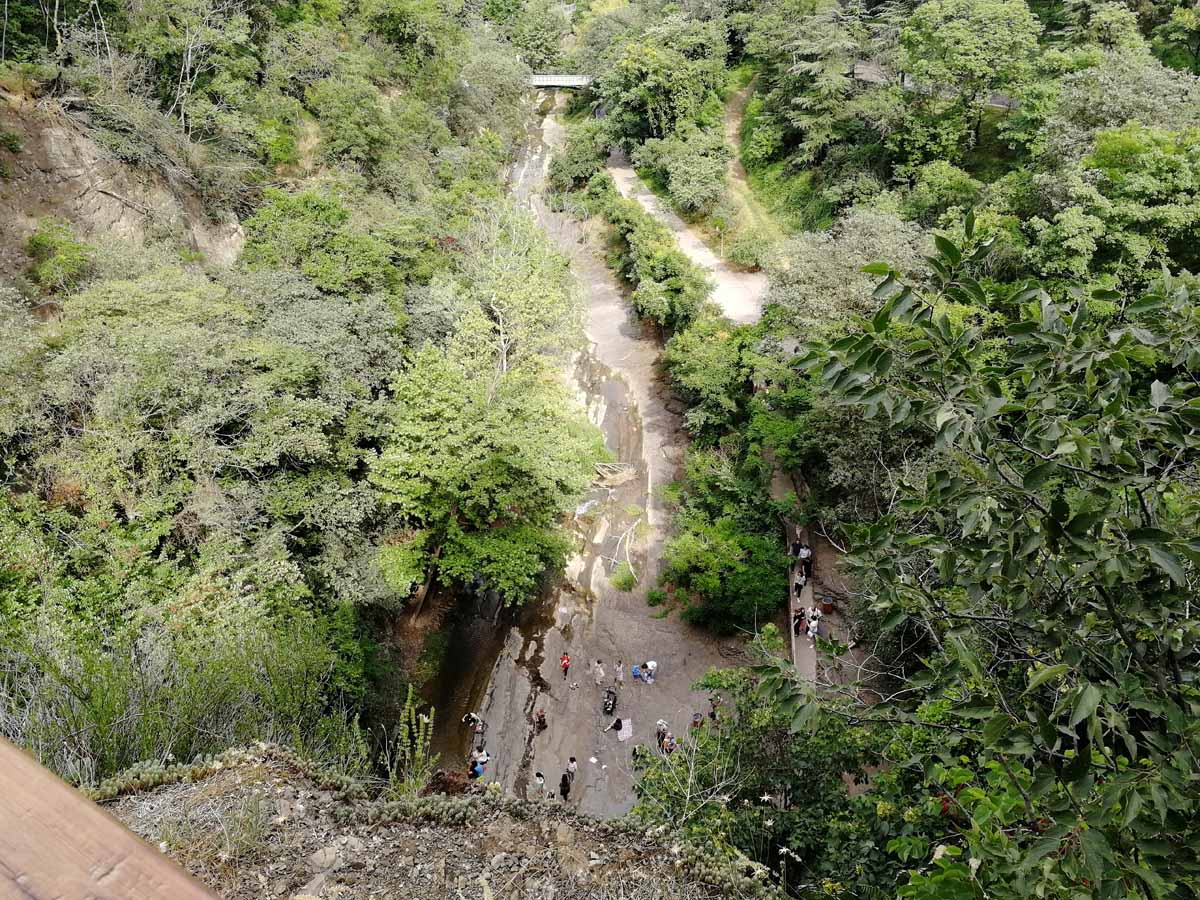 Водопад в Тбилиси с высоты обзорной площадки