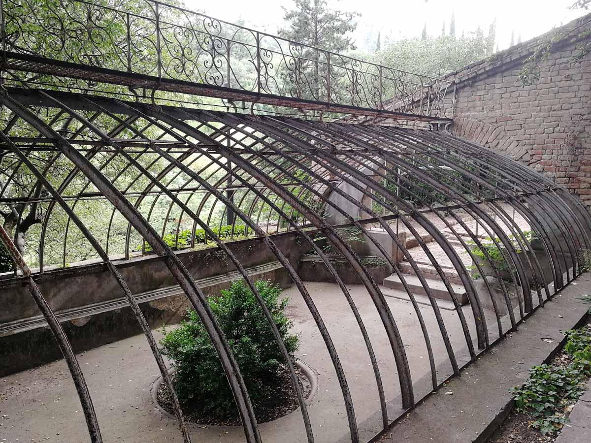Ботанический сад в Тбилиси - старая оранжерея
