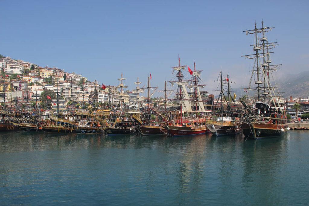Прогулка на пиратской яхте из Алании