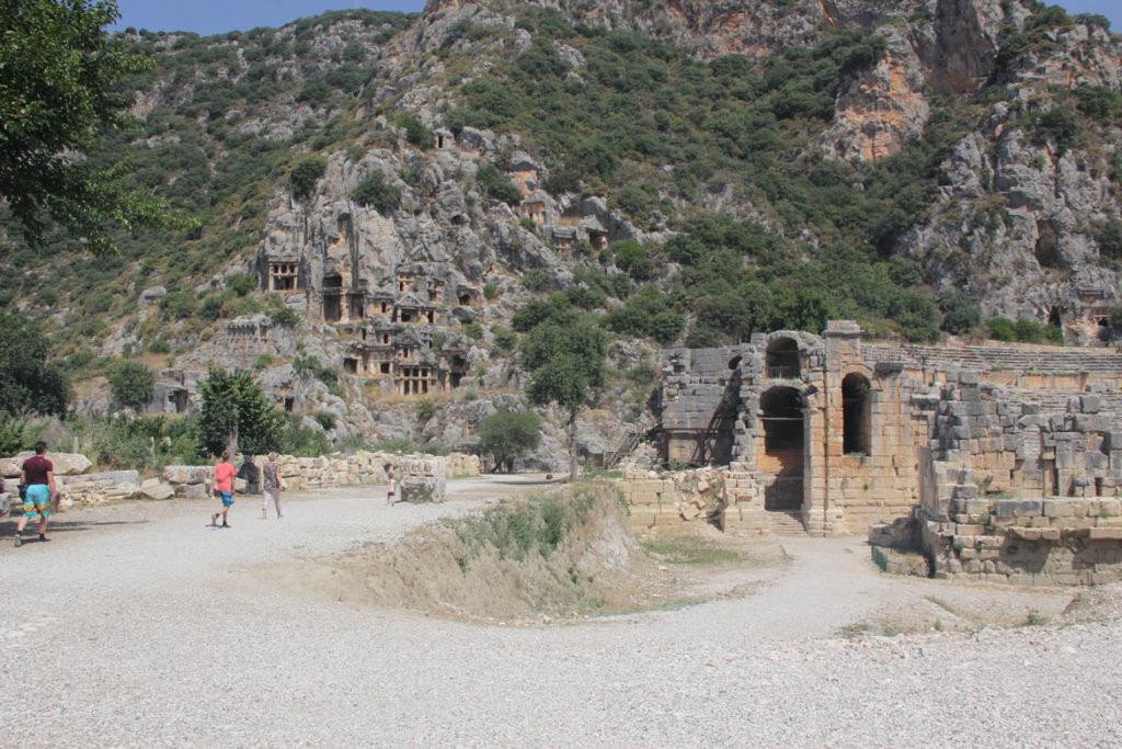 Амфитеатр и Ликийские гробницы