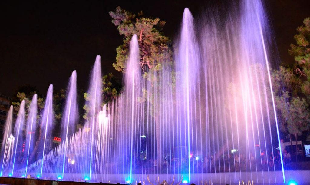 Шоу танцующих фонтанов
