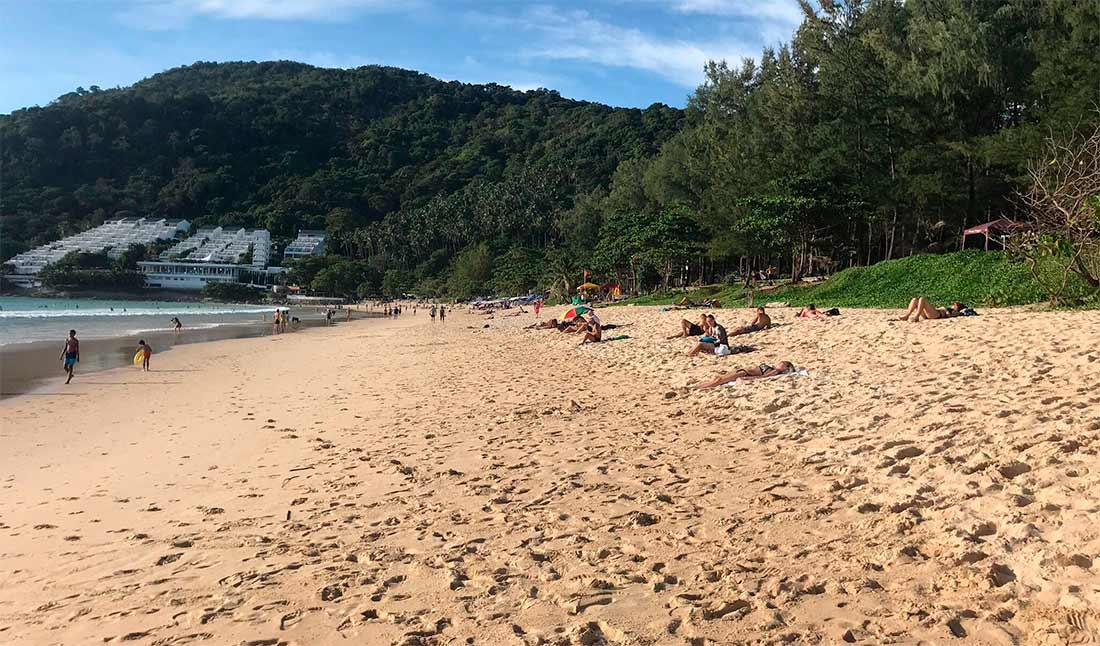 Пляж Най Харн (Nai Harn Beach)