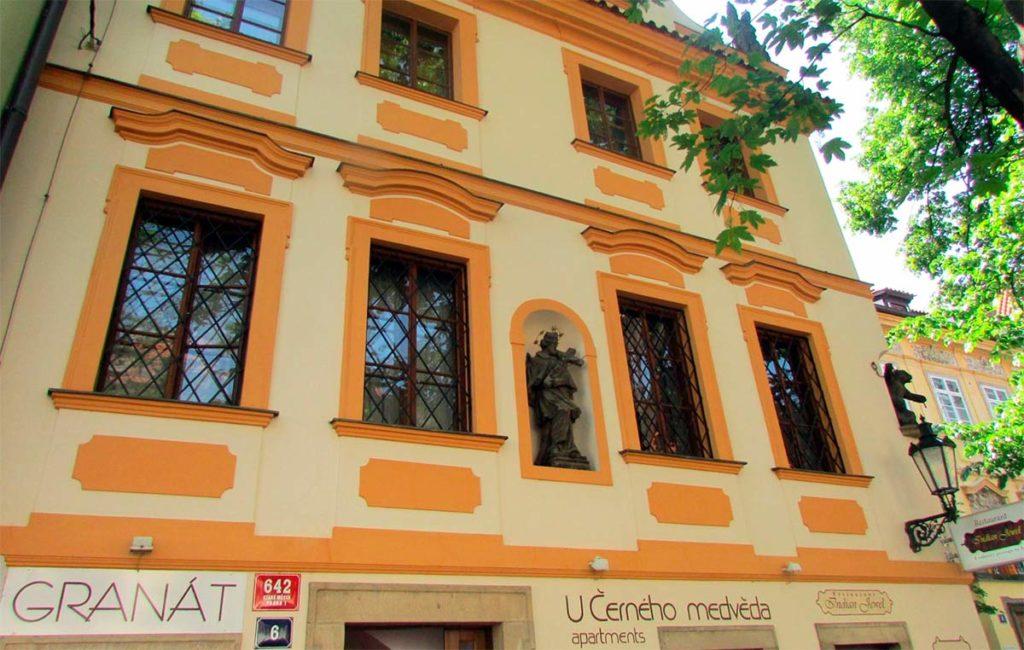 Дом «У черного медведя» в Праге